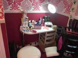 Nail bar + magnifying arm light + pedicure stool