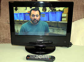Technika 15.4 inch LCD TV DVD Combi with Freeview