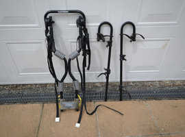 Tow bar mounted bicycle carrier