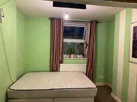Studio flat to let (Dewsbury)