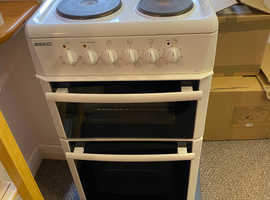 BECO Electric White Cooker and Zanussi Cooker hood. both Excellent Condition