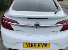 Vauxhall Insignia, 2015 (15) White Hatchback, Manual Diesel, 119,000 miles