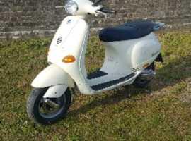 Vespa Piaggio ET4, 125cc, 1999, T Reg.