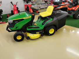 John Deere X167R - Lawn Mower