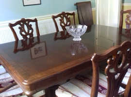 Stylish Dark Wood dining table and 6 chairs (inc. 2 carvers.)