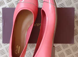 Clarks Ladies Ballerina Style Court Shoes in Coral, size 6/39.5