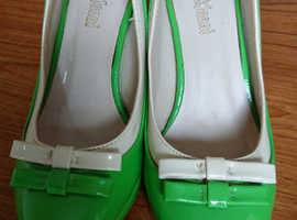 Size 5 Green & Cream shoes