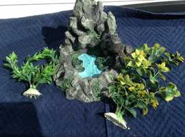 Resin rock / 2 plastic plants