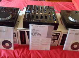 Pioneer DJM 800 mixer & 2 x Pioneer CDJ 350's