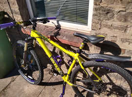 Voodoo Bizango 29er Mountain Bike, 20 inch. with tools and brand new spare parts.