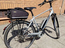 2017 Raleigh Motus Grand Tour eBike with many extras.
