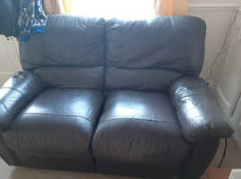 2 seater lazyboy leather sofa