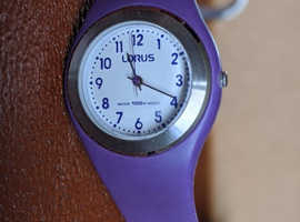 NEW LORUS LADIES WATCH WHITE DIAL PURPLE STRAPWATER RESISTANT 10 BAR VG CONDITIO