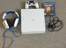 PS4 SLIM 1TB BUNDLE CONSOLE