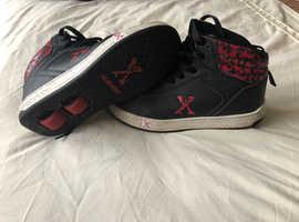 High top black/red Heelies size 4