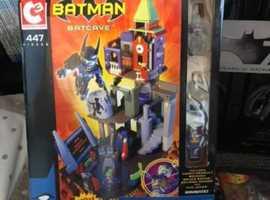 """Batman C3 """"Lego"""" Batcave DC Comics"""