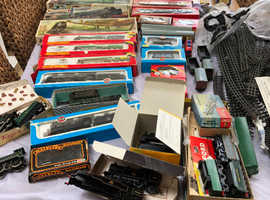 Hornby 00 gauge trains and loads of extras