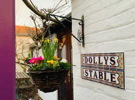2 Bed DETACHED cottage for sale in Billingshurst, West Sussex (With Garden)
