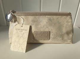 Gorgeous Laura Ashley Soames Make Up Bag NWT