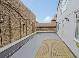 Modern, one bedroom flat with easy links to London