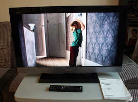 Sony 32 inch LCD TV with Freeview HD