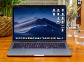 2019 Macbook pro 13 256gb RRP £1700 WARRANTY