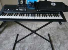 Used YAMAHA Digital Keyboard, PSR-E423, With stand, original headphones (not used), Original Manual, Adjustable stand and Keyboard Cover. Collection O