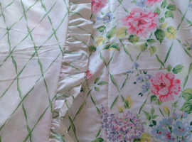 New frilled reversible single duvet cover with matching frilled pillowcase