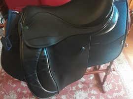 IDEAL 17 GP Black Medium Wide Saddle