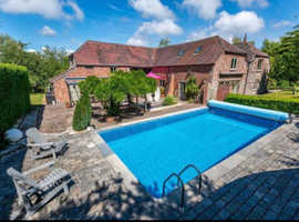 Cornwall-Beautiful Holiday rental with heated swimming pool, short walk to the beach and in a beautiful location