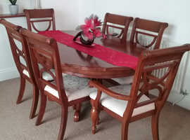 Mahogony Dining table and 6 chairs very good condition.