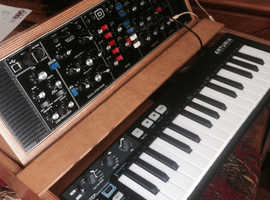 BEHRINGER model d synthesiser &Aturia key step analogue