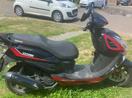 Lexmoto red Titan 125cc moped