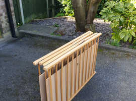 Foldable wooden play pen