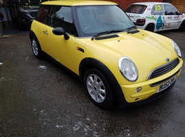 MINI ONE 3 DOORS HATCH BACK 2002 16.00cc PETROL MOT UNTIL 3/1/20 nice tidy car looking for a new home   Yellow in colour the clutch release bearing is