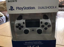 PS 4 Dual Shock wireless controller
