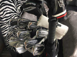 Full high end complete golf set up very very good condition