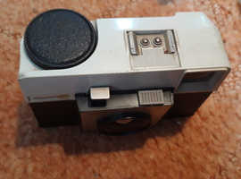 Vintage instamatic 25 camera and flashcube