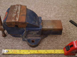 Mini vintage bench vice   Woden   blue. Works well. Old and needs TCL