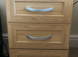 Bedside cabinet & chest of drawers