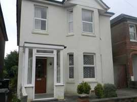 Large 5 bed student house to share. Close to everything you need for student life !