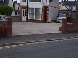 VERY SPACIOUS 3 DOUBLE BEDROOM DETACHED HOUSE IN SUNNY PORTHCAWL