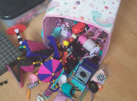 Lol doll house with furniture and dolls And outfits