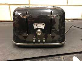 DeLonghi Black 4 slot Toaster