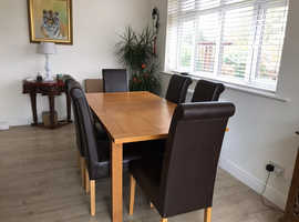 Table and 6 chairs extendable 120 to 160 good condition