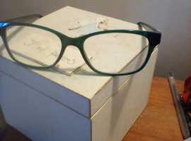 Ladies back vocal green glasses