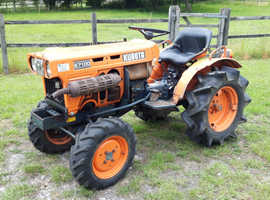 Kubota B7100D 4WD compact tractor in excellent condition