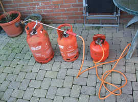 Calor Flo Gas bottles with weed control flame head & 4.5 mtr pipe. Some gas partially empty