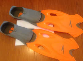 SPEEDO FINS FOR SWIMMING OR SNORKELLING OR SCUBA DIVING EXCELLENT CONDITION AS PE NEW CONDITION A1 -