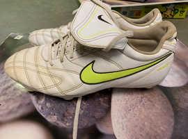 Nike metal stud football boots